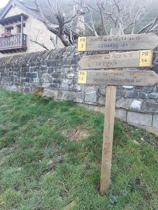 Inicio del sendero Camino del Agua en Villanúa