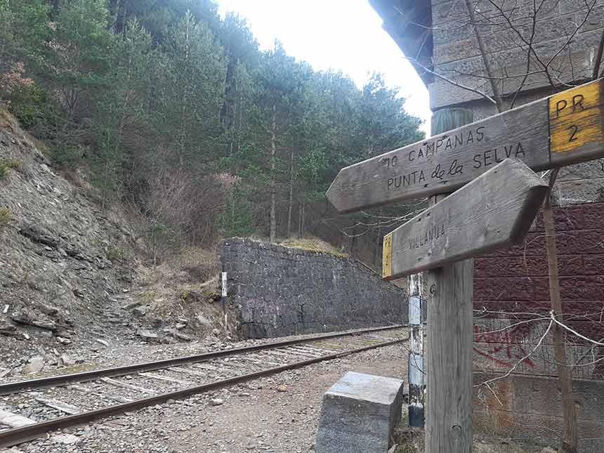Las vías del Canfranero en Villanúa