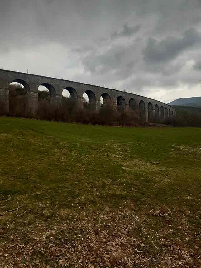 El Viaducto de Cenarbe con sus 28 arcos