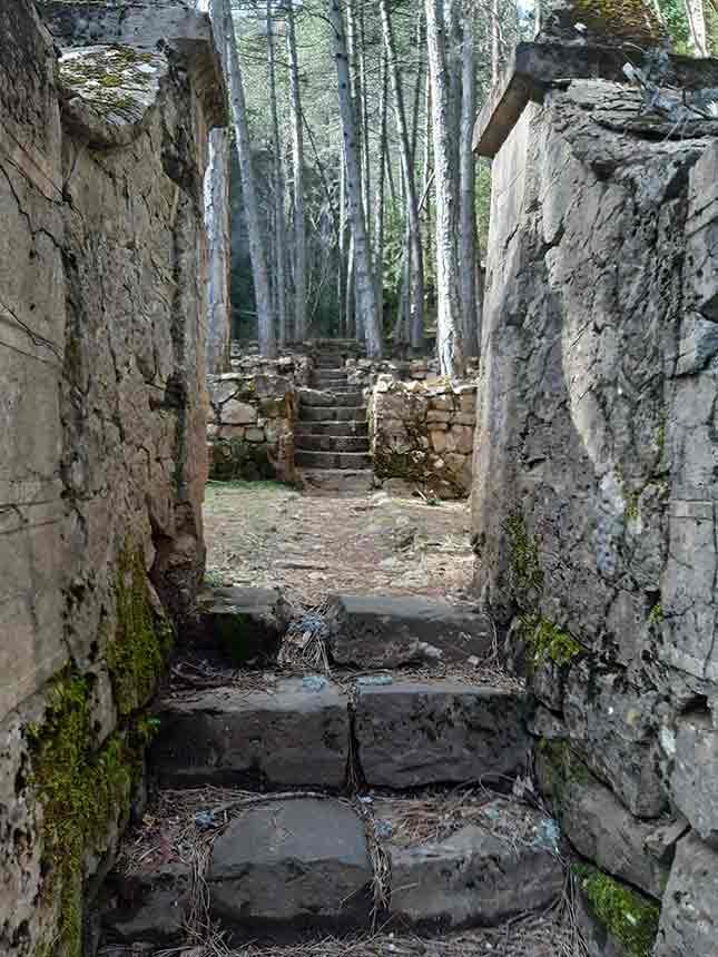 Construcciones antiguas en el sendero de Gabardito
