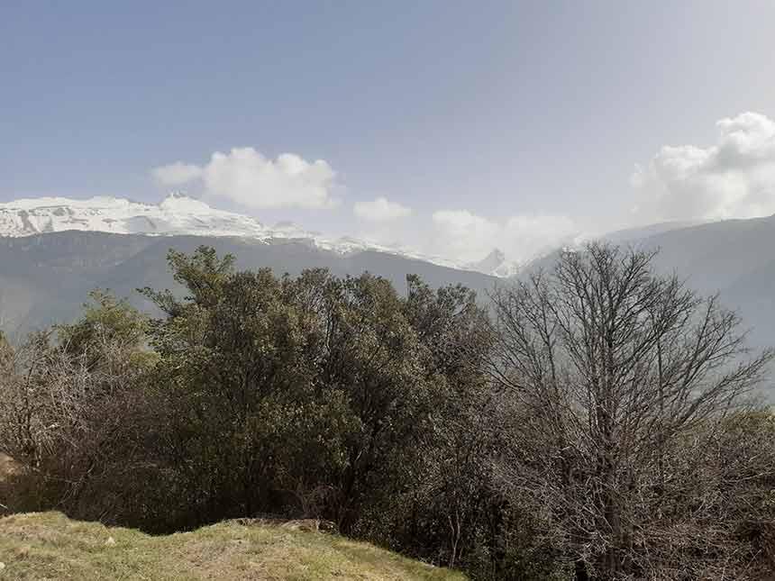 Vista de Collarada en el sendero del Refugio del Lierde