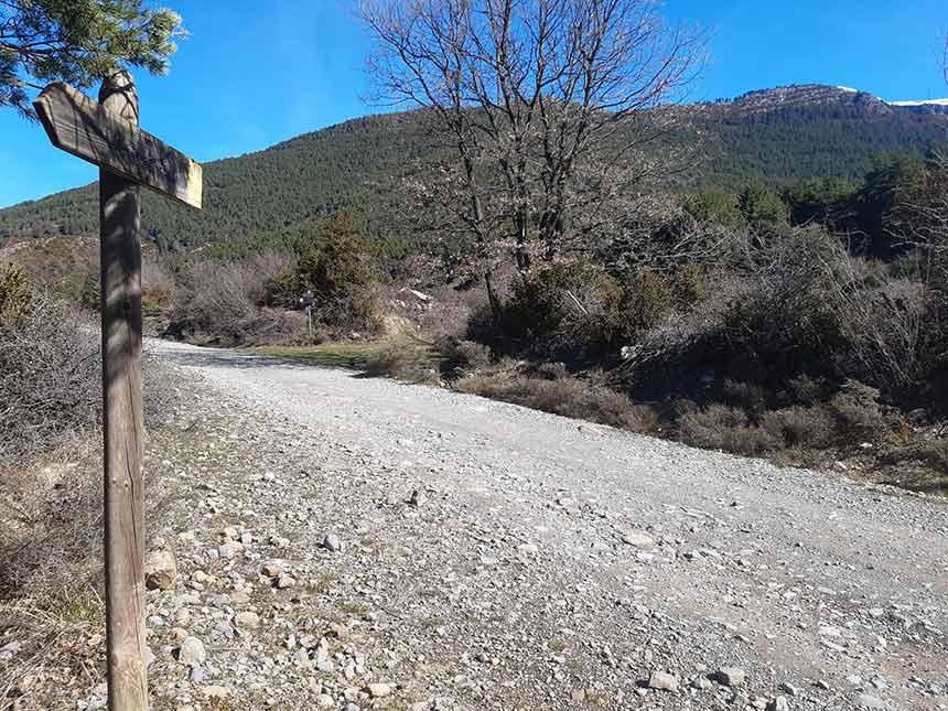 Pista en el camino al Refugio de la Trapa por Barranco Azus