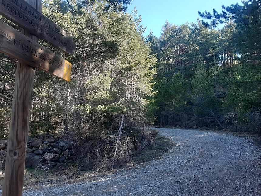 Pista forestal hacia el Refugio de la Trapa camino Larrosa