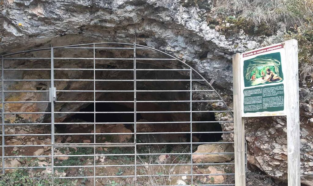 Entrada donde se encontraron los restos del hombre de la prehistoria la entrada donde se encontraron los restos del hombre de la prehistoria Entrada donde se encontraron los restos del hombre de la prehistoria la entrada donde se encontraron los restos del hombre de la prehistoria