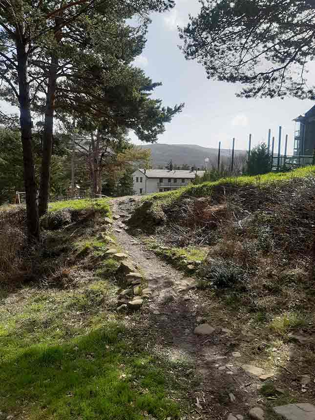 Agradable paseo por un sendero sin dificultades